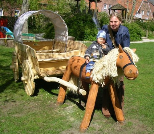 Robinia speelelement Goldy paard en huifkar